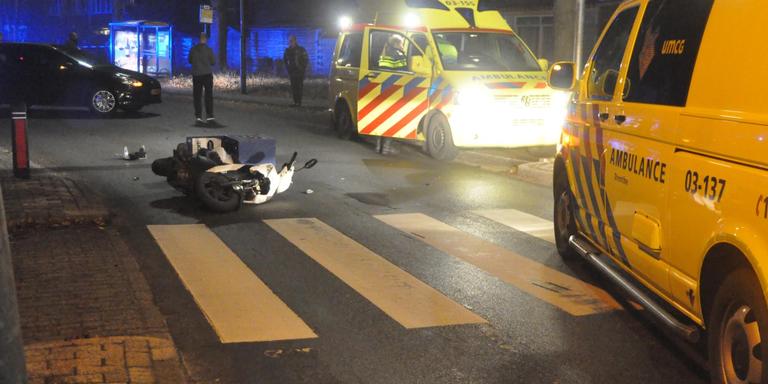 Pizzakoerier raakt gewond bij ongeluk in Emmen.