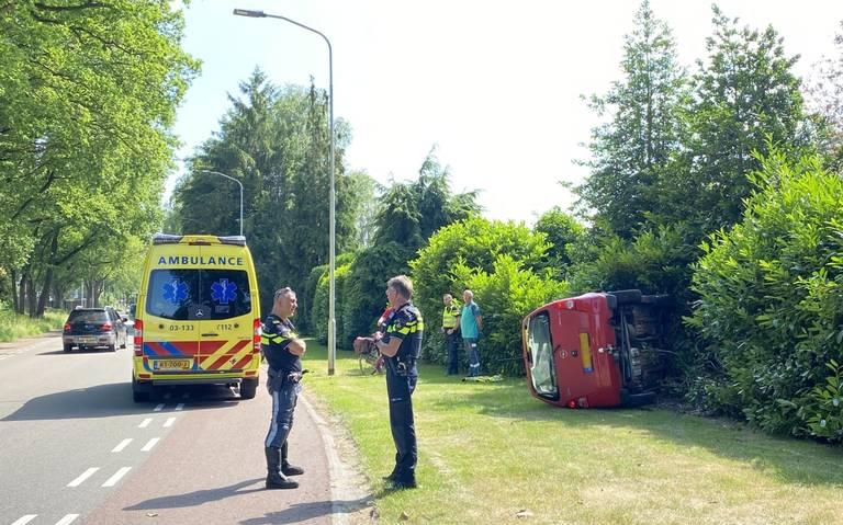 Auto belandt op zijn kant bij eenzijdig ongeval in Emmen.