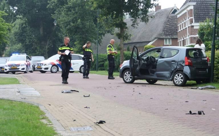 Persoon raakt gewond bij ongeval op Hoofdstraat in Buinen. Weg is tijdelijk gestremd.