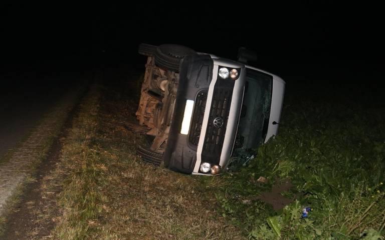 Twee beschonken bestuurders belanden naast de weg bij eenzijdige ongevallen in Finsterwolde.