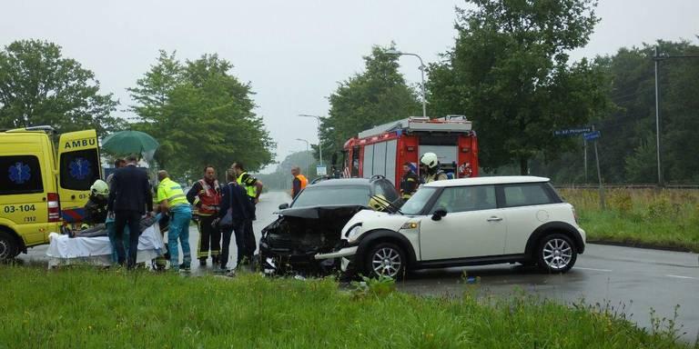 Frontale botsing in Assen: twee gewonden naar het ziekenhuis gebracht.