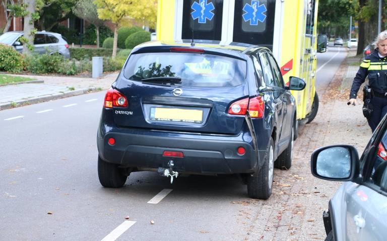 Man in rolstoel aangereden door automobilist in Waalwijk, slachtoffer naar ziekenhuis.