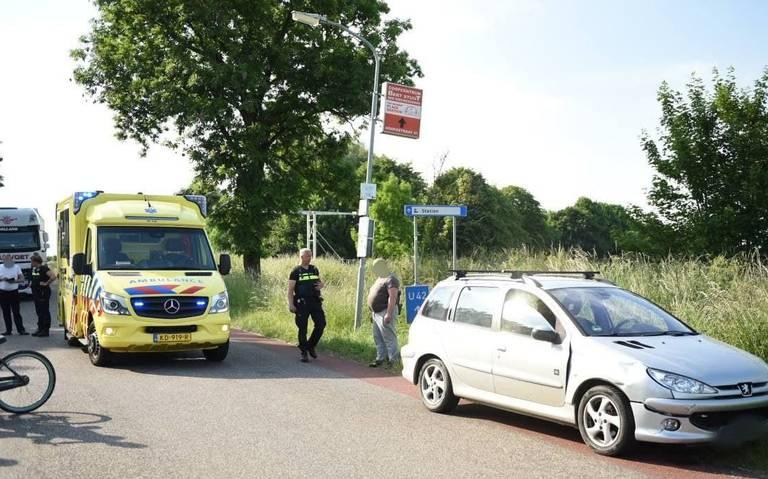 Brommerrijder breekt been bij aanrijding in Bad Nieuweschans.