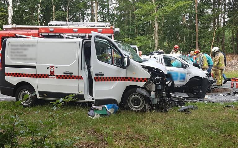 Drie gewonden bij frontale botsing op N34 bij Odoorn.