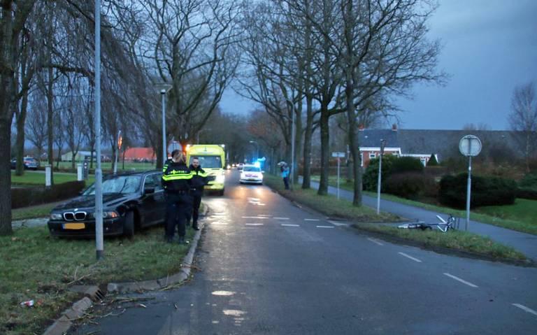 Fietser gewond bij aanrijding met auto bij oversteekplaats op Hoofdweg in Schildwolde.