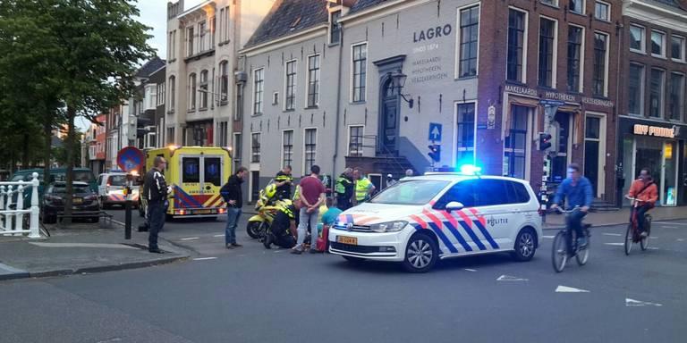 Drie gewonden bij botsing tussen motor en scooter.