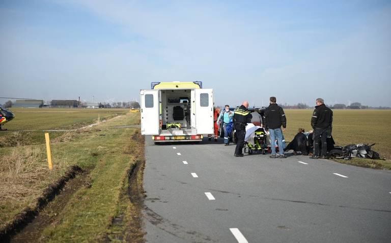 Scooterrijder raakt ernstig gewond bij botsing met auto bij Oostwold.