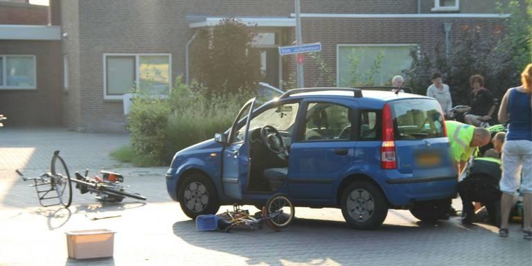 Fietser en auto in botsing in Delfzijl.
