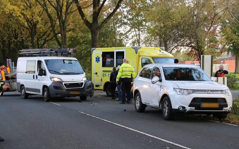 Inhaalactie leidt tot botsing op Udesweg in Winschoten; 1 gewonde.