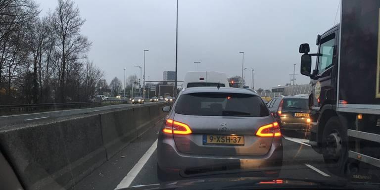 File bij Julianaplein Groningen door ongeluk A28.