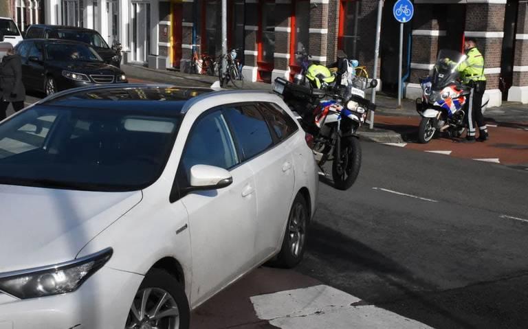 Fietser naar ziekenhuis na aanrijding op kruispunt in Groningen.