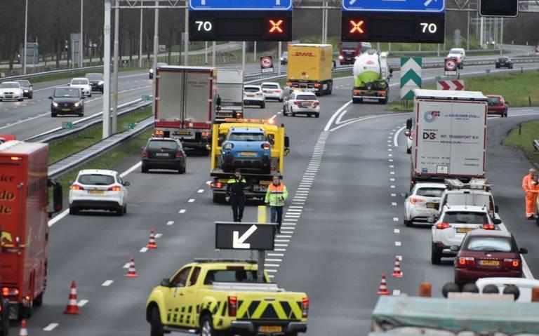 Auto komt in botsing met vrachtwagen op A28 bij Staphorst.