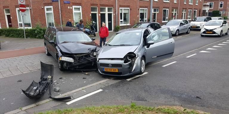 Botsing op Prinsesseweg in Groningen.