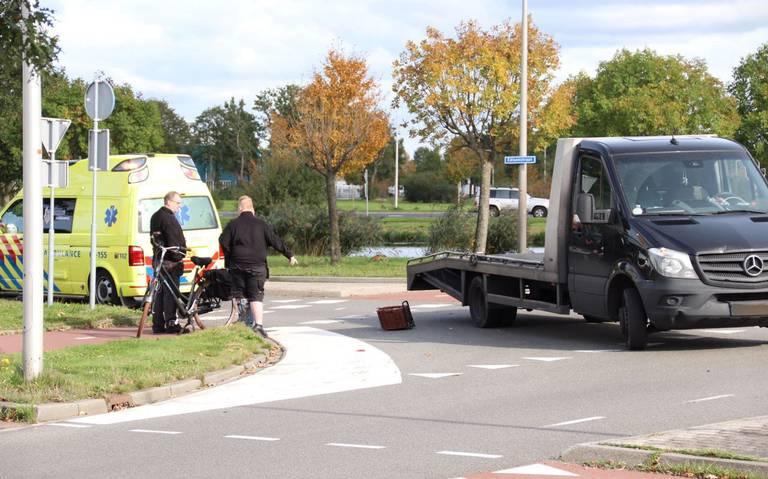 Fietser gewond door aanrijding met bedrijfsbus in Hoogeveen.