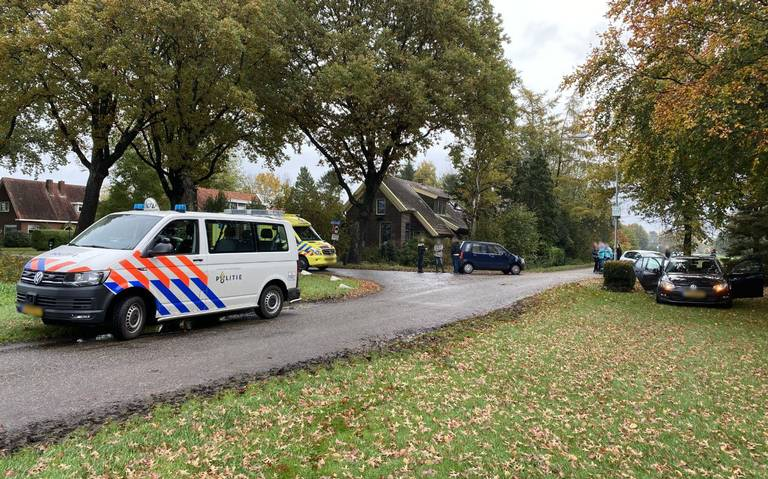 Twee auto's zwaar beschadigd na ongeval aan de Paterslaan in Gasselternijveenschemond.