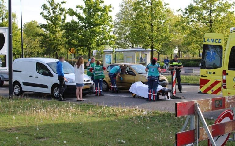 Meerdere voertuigen in botsing bij Emmen, een persoon gewond.