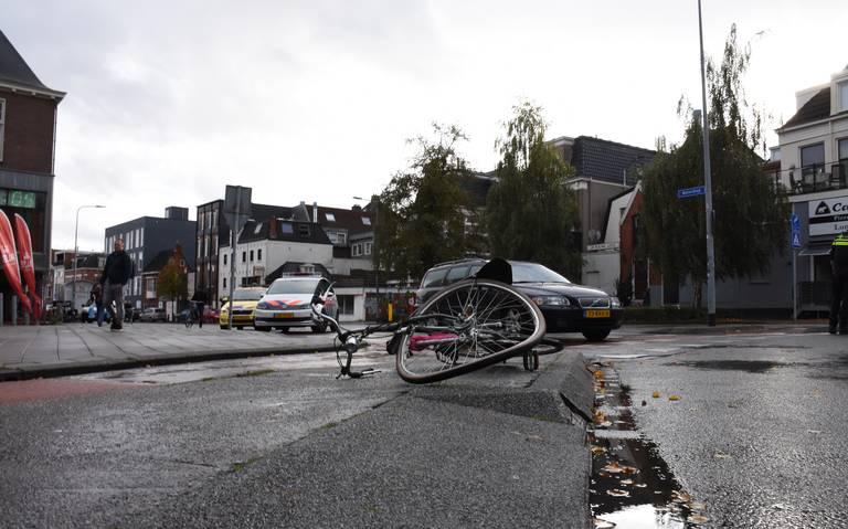 Fietsster lichtgewond bij aanrijding op Boterdiep in Groningen.