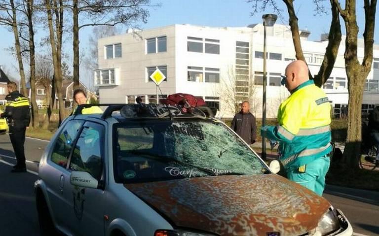 Voetganger zwaargewond bij aanrijding met auto in Assen.