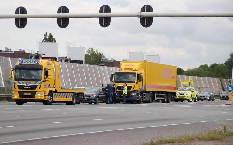 Ongeval op Julianaplein Groningen leidt tot file.