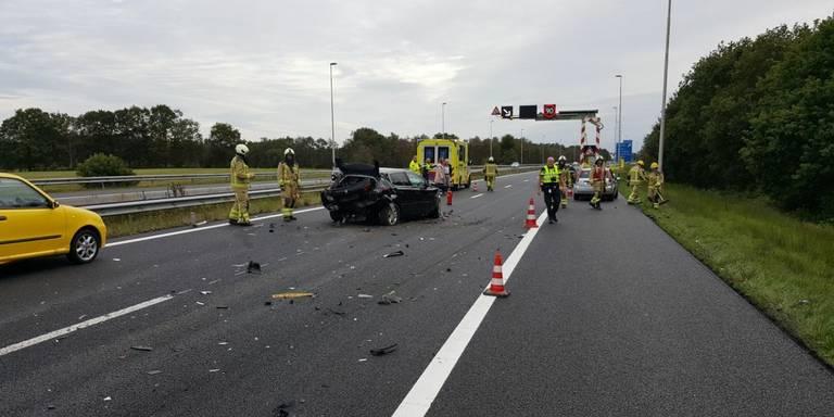 Lange file op A28 na ongeluk met meerdere autos.