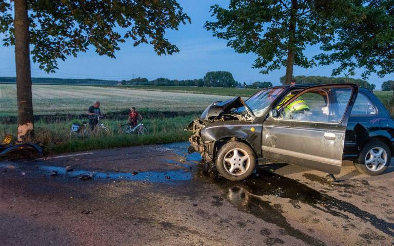 Ongeval op Damsterweg bij Steendam; vrouw gewond afgevoerd.