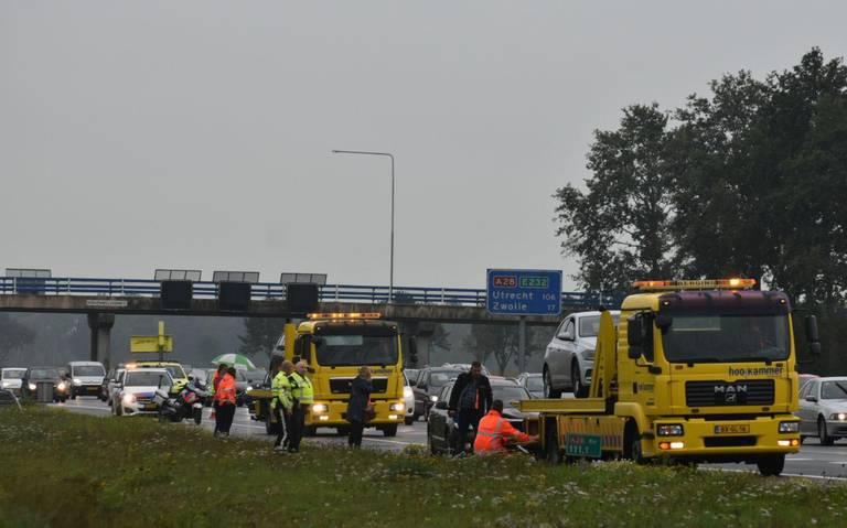Files door meerdere ongelukken op A28 bij Staphorst en Meppel.