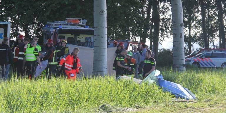 Automobilist gewond na botsing tegen boom bij Schoonebeek.