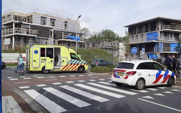 Scooterrijder raakt gewond bij botsing met een caravan in Leek.
