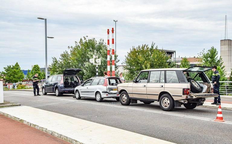 Kop-staartbotsing op Berlagebrug in Groningen.