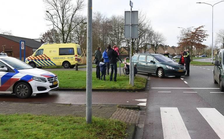 Fietser licht gewond na botsing op kruising Hofdstedenlaan en Havezathenlaan in Roden.