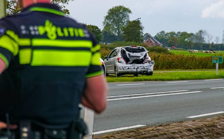 Kop-staartbotsing op Friesestraatweg tussen Hoogkerk en Dorkwerd.