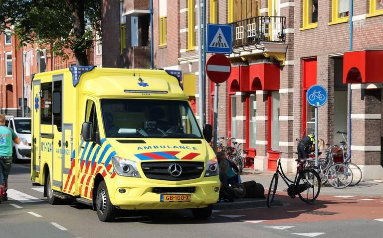 Scooterrijder gewond bij aanrijding met auto op T-splitsing in Groningen.