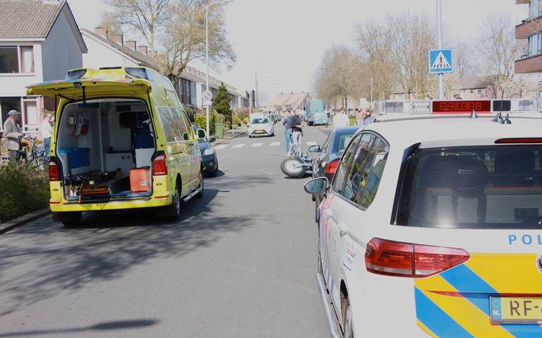 Gewonde bij botsing tussen auto en motor in Hoogeveen.