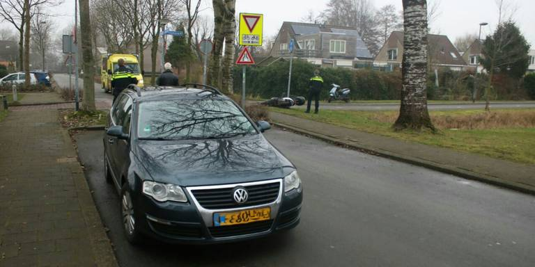Gewonde bij aanrijding op Kamilleweg Groningen.