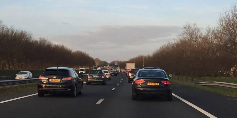 A7 bij Scharmer in beide richtingen afgesloten door ongeval.