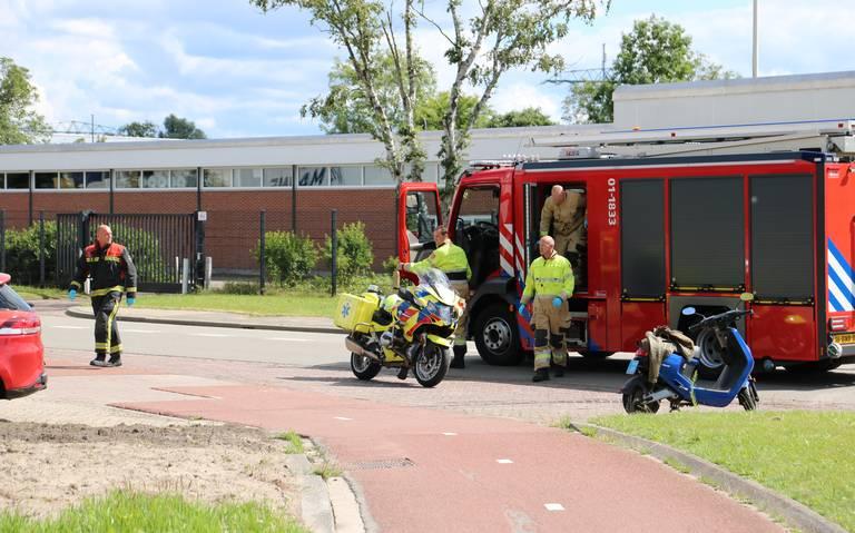 Gewonde bij botsing tussen taxi en auto op de Duinkerkenstraat in Groningen.