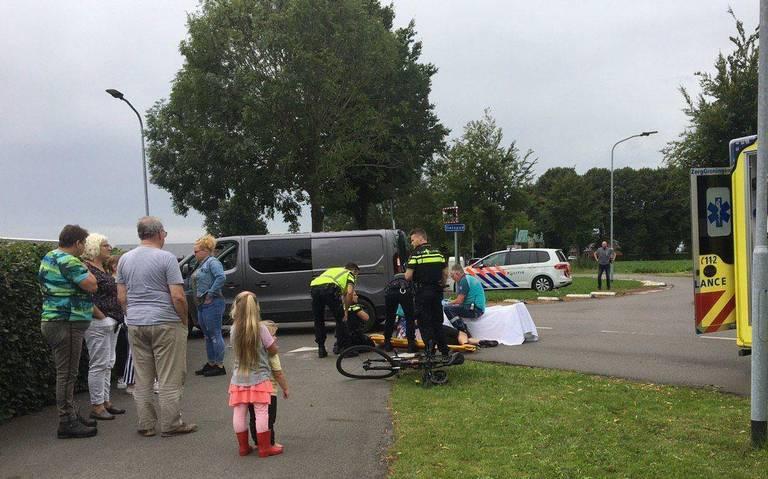 Wielrenner met spoed naar ziekenhuis na aanrijding met auto in Borgercompagnie.