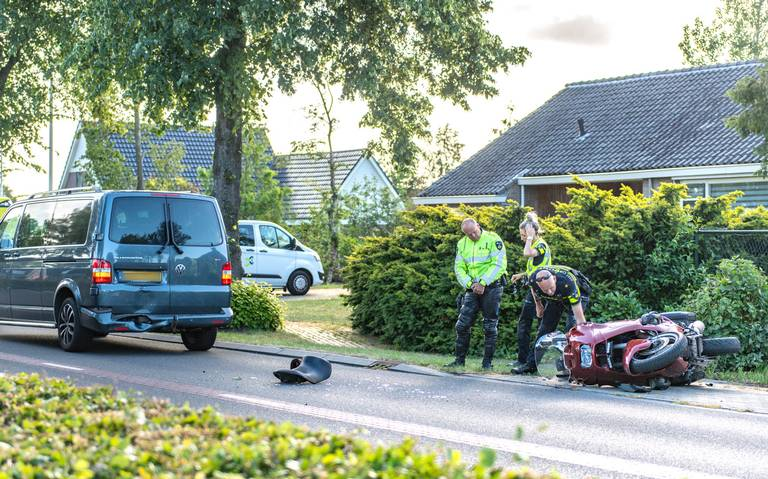 Motorrijder gewond door botsing in De Groeve.