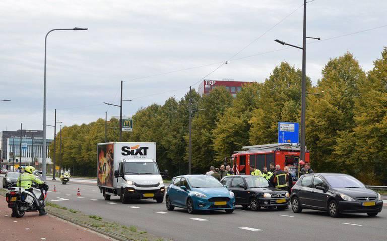 Aanrijding op Europaweg in Groningen: drie rijstroken afgesloten.