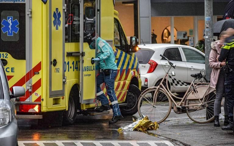 Fietser naar ziekenhuis na aanrijding op Bilderdijklaan in Groningen.