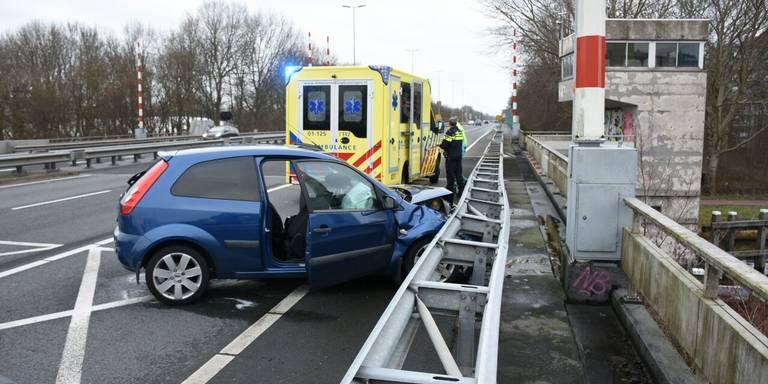 Gewonde bij ongeluk Plataanbrug Groningen.
