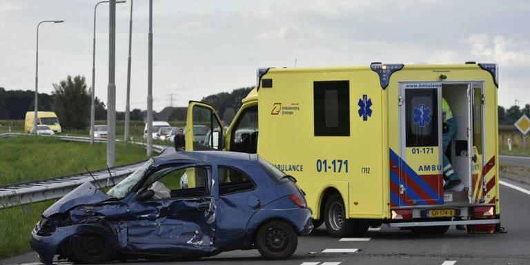 Ongeluk N33 kost bestuurder personenauto het leven.